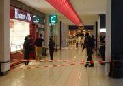 """Panica la Bruxelles. Un centru comercial a fost evacuat dupa ce un barbat inarmat a intrat in magazin. """"Focuri de arma trase cu un Kalasnikov"""""""