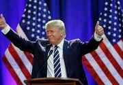 O fotografie cu Donald Trump de la sectia de votare a devenit virala. A stat cu ochii pe sotia lui chiar si in timpul votului
