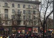 "Proteste masive in Moldova, dupa neregulile de la vot. Sute de persoane nu si-au putut manifesta dreptul la vot. Protestatarii au scandat: ""Demisia"" si ""Jos Mafia"" | VIDEO"