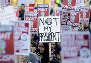 """Mii de studenti americani continua protestele anti-Trump. Protestatarii au ocupat strazile din mai multe metropole si scandeaza: """"Nu este presedintele meu"""""""