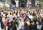 Daca vi se pare ca intersectiile din Capitala sunt haotice, inseamna ca nu ati vazut-o pe cea din Tokyo. E de necrezut cum traverseaza oamenii