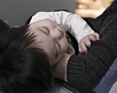 Un baiat de 5 ani, care suferea de o boala incurabila, a murit in bratele lui Mos...