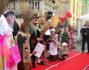 Cele mai ciudate traditii de Anul Nou: batai in strada, papusi arse si pescuit la...