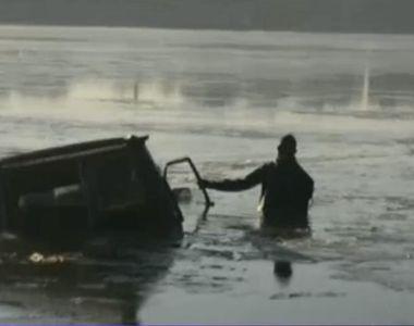 S-au aventurat cu masina pe Dunarea inghetata si au cazut in apa. Doi barbati si sase...