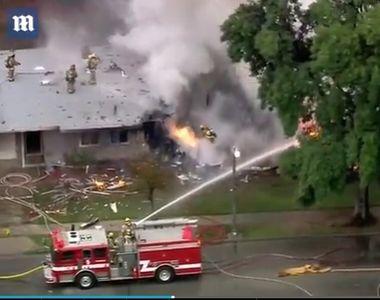 Cel putin patru persoane au murit, dupa ce un avion s-a prabusit peste doua case din...