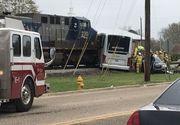 Patru morti si zeci de raniti, dupa ce un tren de marfa a intrat intr-un autobuz. Accidentul a avut loc in statul american Mississippi