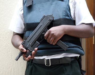 Atentat terorist in Franta - Un barbat a deschis focul asupra unor politisti in...