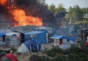 Un incendiu masiv a distrus o tabara de migranti din Franta