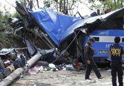 Cel putin 25 de persoane au murit, iar alte 22 au fost ranite dupa ce un autocar plin cu oameni a cazut intr-o prapastie - Masina s-a prabusit de la 24 de metri inaltime
