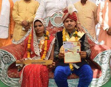Sute de mirese din India au primit bate din lemn drept cadou de nunta pentru a se apara...