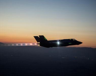 O aeronava militara cu peste 100 de persoane la bord a disparut de pe radare in...