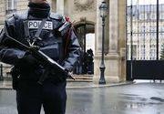 Alerta la Paris! Un autoturism a luat foc dupa ce a lovit o masina a politiei, pe Champs-Elyees