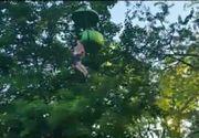 """""""Gatul ii este blocat! Il are prins!"""". O fata de 14 ani a cazut din gondola si a ramas suspendata. Clipe de teroare intr-un parc de distractii"""
