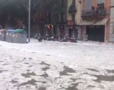 Oras ingropat in grindina, in Spania. Imagini uluitoare cu fenomenul meteo care a...