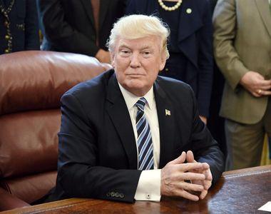 O inregistrare il prezinta pe presedintele Trump alaturi de persoane cheie din ultima...