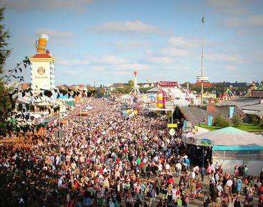 Tanara de 17 ani, agresata sexual de patru imigranti la un festival de muzica