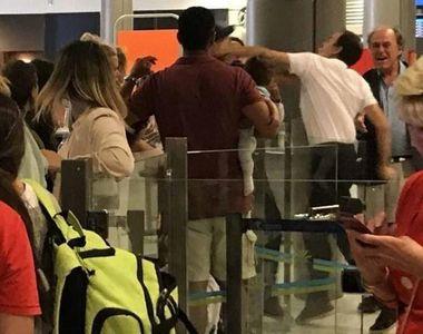 Un pasager cu un bebelus in brate, lovit de un angajat de pe aeroportul Nisa
