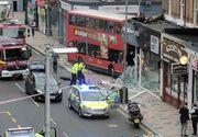 Mai multi raniti dupa ce un autobuz double-decker a intrat intr-o cladire la Londra
