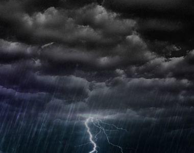 Patru persoane si-au pierdut viata si alte 36 au fost ranite in urma furtunilor...