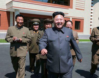 Kim Jong-un pune in asteptare proiectul nord-coreean de tir catre Guam si arunca mingea...