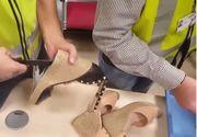 Descoperire socanta in bagajul unei femei! Ofiterii vamali s-au mirat de ce transporta aceasta intr-o pereche de sandale