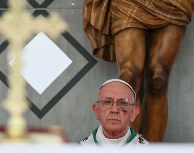 Imagini socante cu Papa Francisc. Suveranul pontif a aparut cu obrazul vanat si taiat...