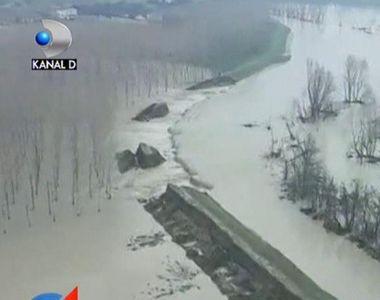 Inundatii devastatoare in nordul Italiei. Sute de oameni au fost nevoiti sa-si...