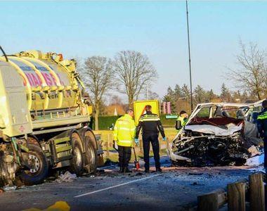 Cinci romani si-au pierdut viata intr-un accident rutier produs in Olanda. Microbuzul...