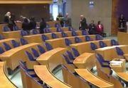 Clipe de groaza in Parlamentul Olandei! Un barbat s-a aruncat de la balcon  in timpul unei dezbateri