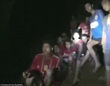 """""""Toata lumea trebuie sa se roage acum"""". Cei 12 copii blocati in pestera din..."""