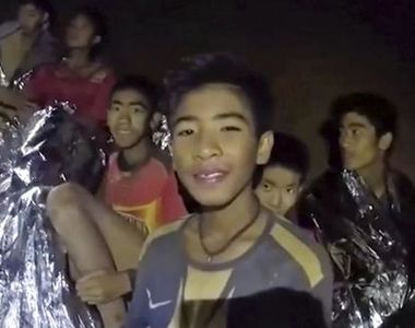 Interventie contracronometru in Thailanda! Sase din cei 12 copii captivi in pestera au...