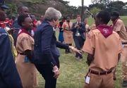 Theresa May, miscari de dans ciudate la o intrunire in Africa. A incercat sa danseze ca bastinasii, dar ce a iesit e comic rau