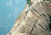 Aceasta carare periculoasa din munte duce intr-un loc surprinzator