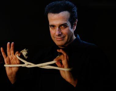 Cel mai cunoscut magician din lume dezvaluie unul din trucurile sale! David Copperfield...