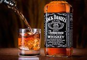 Adevarul din spatele celui mai cunoscut whisky din lume. Un sclav l-a invatat pe Jack Daniels cum sa prepare bautura alcoolica. Compania recunoaste adevarul dupa 150 de ani