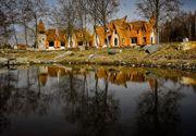 """BBC, impresionat de """"castelul de basm"""" din Romania. Castelul de lut din Valea Zanelor a devenit """"vedeta"""""""