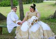 Cea mai extravaganta nunta! Cei doi miri din Slovacia au avut haine brodate cu fir de aur. Imaginile de la petrecere au devenit virale pe internet