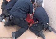 Tratament inuman aplicat unui detinut. Desi se plangea ca nu poate sa respire, paznicii l-au trantit la pamant si i-au pulverizat spray paralizant in fata. Barbatul a fost gasit mort in celula lui