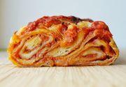 Pizza poloneza este cea mai tare reteta pe care o poti face in casa! Uite cat de simplu se prepara si ce apetisant arata!