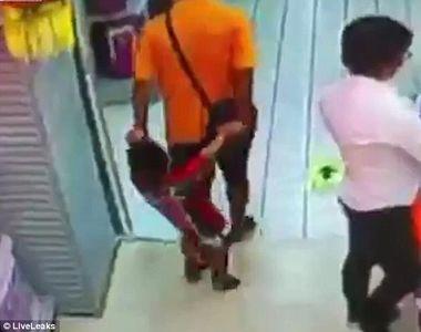 Momente dramatice intr-un supermarket. Un baietel a murit, dupa ce tatal sau a alunecat...