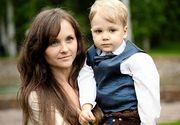Scene de groaza! O femeie s-a aruncat de la etaj cu fiul ei de 8 ani in brate din cauza unei operatii estetice. Inainte de tragedie, femeia a lasat un mesaj cutremurator