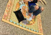 Povestea emotionanta din spatele acestei fotografii. Un baietel autist a asteptat timp de 2 ani un caine. A fost dragoste la prima vedere