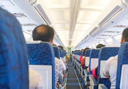 "Un barbat a fost arestat dupa ce a agresat sexual o adolescenta in avion. Sotia sa a stat langa el in timpul zborului: ""Am incredere totala in el!"""