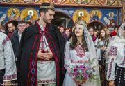 Nunta de vis la Bacau. Doi tineri s-au casatorit in straie populare si au cucerit inimile a peste un milion de romani