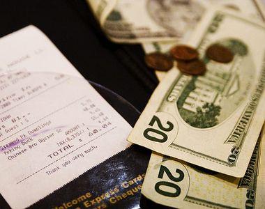 Un chelner a primit un bacsis de 500 de dolari pentru o comanda de 40 de centi! Ce a...
