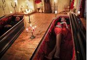 Doi tineri au dormit o noapte in sicriele lui Dracula! Ce reguli au trebuit sa respecte pentru a fi lasati singuri in Castelul Bran