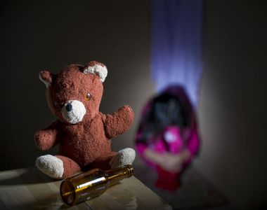 O fetita de 13 ani a fost abuzata sexual de tatal ei. Mama a filmat ororile, pe care...