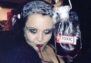 O femeie de 39 de ani duce o viata de vampir: suge sangele iubitului ei si se fereste de soare