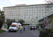 Alba: Un batran de 70 de ani a fost uitat pe holurile spitalului dupa analize, desi era grav bolnav. Abia la ora 1 noaptea o ambulanta l-a transportat acasa