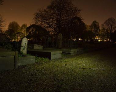 Descoperire socanta intr-un cimitir din Thailanda! Cativa barbati au gasit un cadavru...
